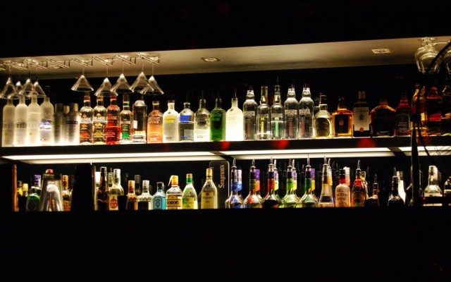 food-drinks-vodka-cocktail-whiskey-beer-alcohol-bar-counter-glasses-1440x900