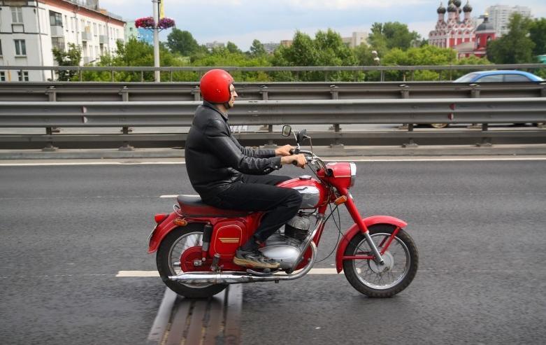 Суровый мотоциклист