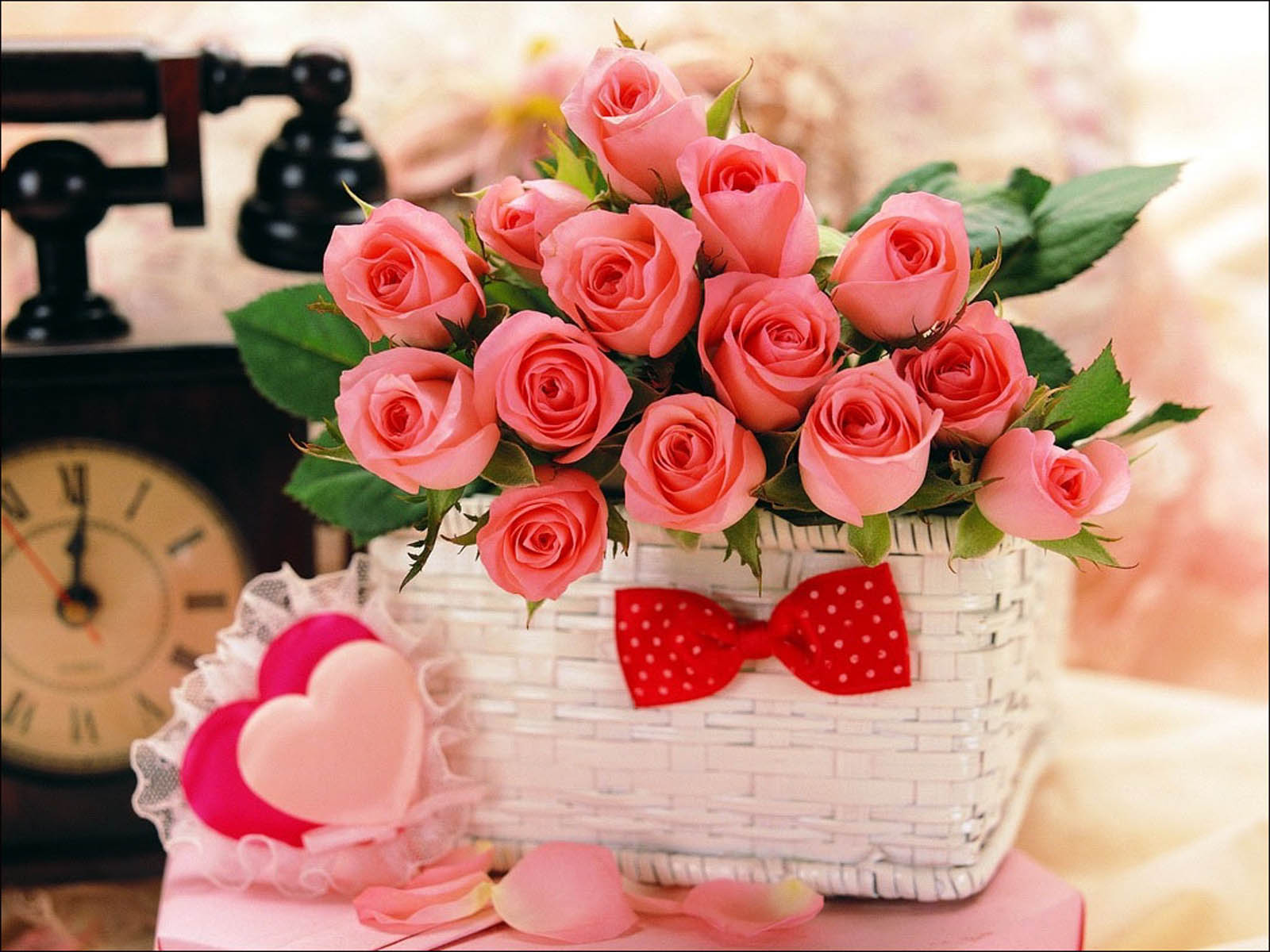 Женские поздравления с днем рождения с подарками