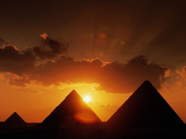 pyramids_at_sunset