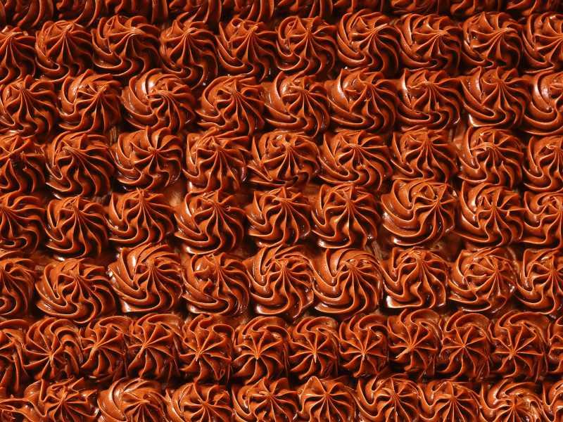 3628x2721_tort-krem-sladosti-shokolad-ukrasheniya-fon-tekstura