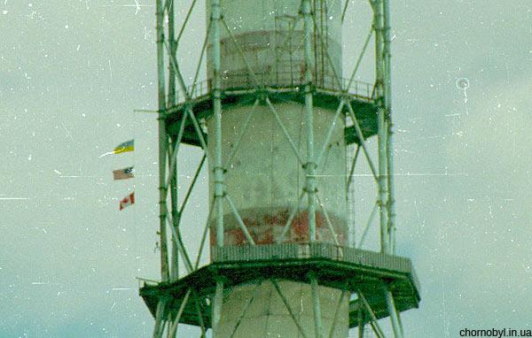 3. Флаги стран - участниц  ремонта вентиляционной трубы — Украины, США и Канады