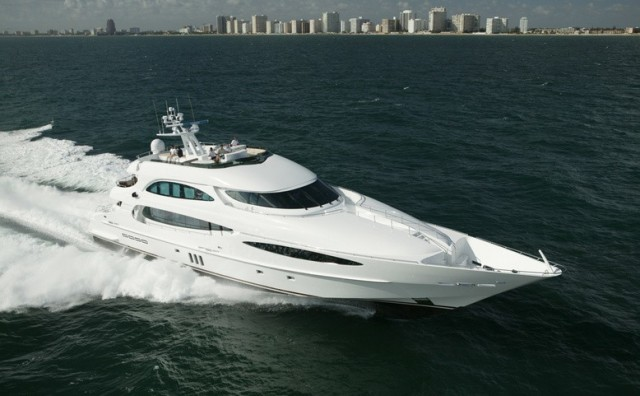 world-is-not-enough-yacht-4077