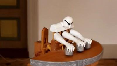 Робот наперсточник