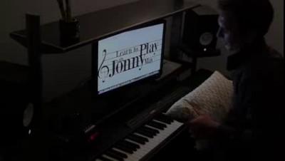 Avici на пианино