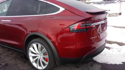 Первые покупатели начали получать свои Tesla Model X