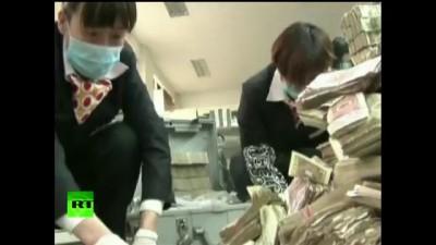 Китаец парализовал работу банка