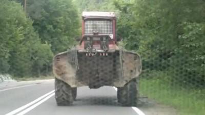 Пьяный польский тракторист