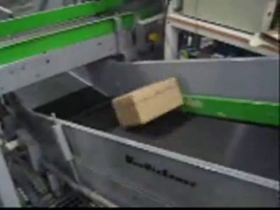 Коробка на конвейере