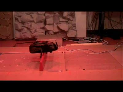 Маленький ходячий робот