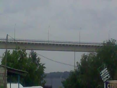 Мост через Волгу шатается