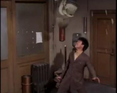 Брюс Ли показывает как надо увольняться