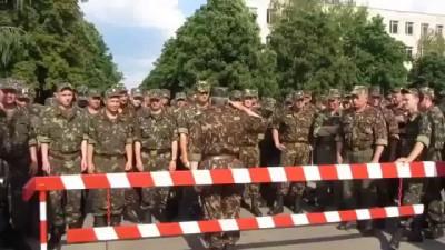 Украина. Полтава. Командир пугает личный состав (солдат) прокурором 28.05.2014