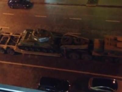 Военная техника на улицах Киева накануне выборов