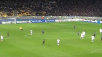 Пьяное быдло срывает атаку Динамо Киев.