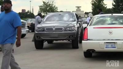 BMW 750Li on 30 INCH RIMS- DETROIT