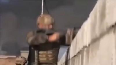 Forças Curdas explodem terrorista do Estado Islâmico com granada
