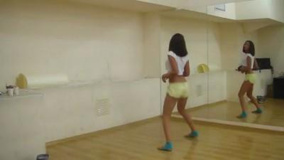 Girls dance [девушки танцуют]