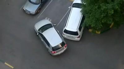 Две женщины на парковке или транспортный коллапс))