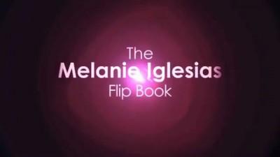 Melanie Iglesias se change en Stop Motion