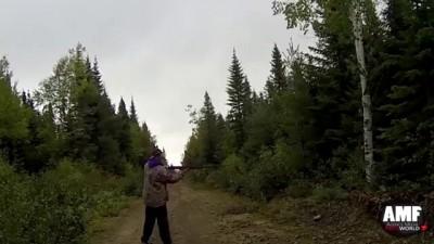 Немедленная карма за расстрелянное дерево .