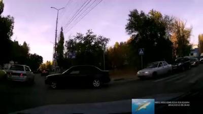 На встречке (г.Саратов, ул.Артиллерийская 13.10.2014 г.) 18+