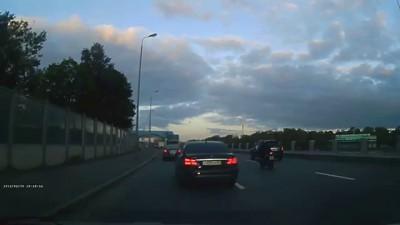 Мотоциклист испугался маневра BMW X6