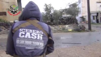 Сирия: Боевик поймал пулю в живот бравируя на камеру