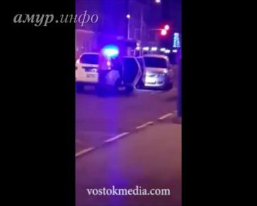 Благовещенский полицейский угрожал пистолетом нарушителю