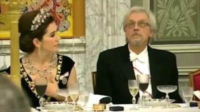 Муж главы Финляндии попался,подглядывая в декольте