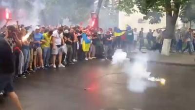 """Лозунги футбольних фанатів в Полтаві: """"Путін - Х**ло"""""""