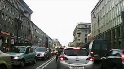 Петербургские водители пропускают «скорую» в пробке