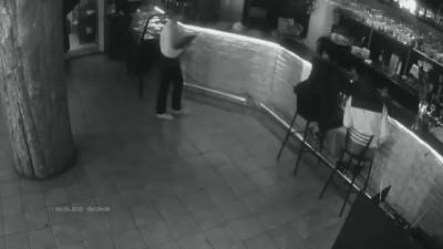 Официантка в казанском кафе Цезарь