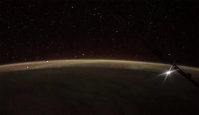 Закат Луны над Тихим океаном