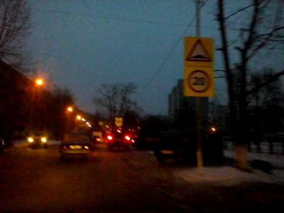 Дорожные знаки у школы