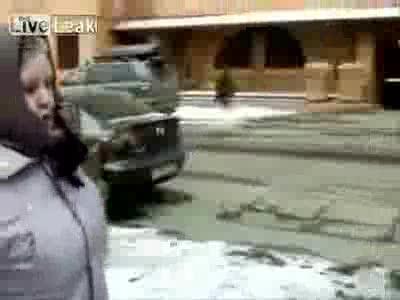 Бабуля борется с неправильной парковкой
