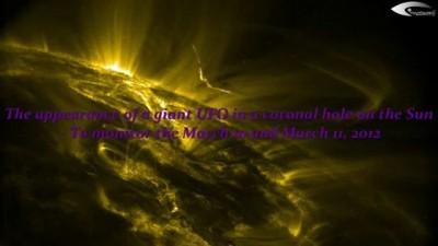 Появление гигантского НЛО в корональной дыре на Солнце