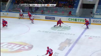 Томми Мяки застрял между стеклами / Maki stuck between arena glass