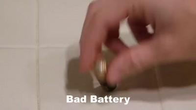 Смотрите, как легко и просто проверить зарядку батареек!