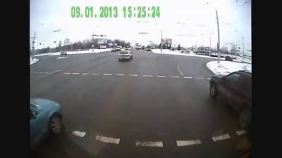 ДТП 2013 г. одного автобуса МАЗ-105 (гармошка), с января по декабрь.