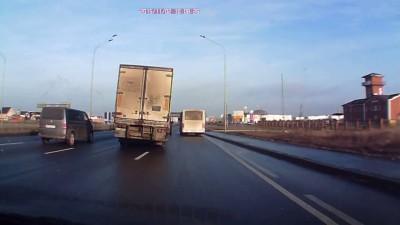Водитель фуры избежал ДТП
