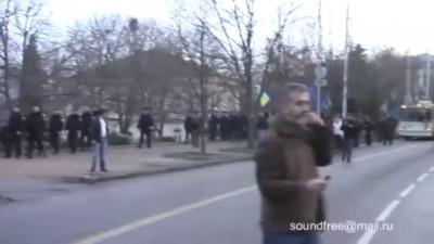 """Милиция защищает """"гостей"""" от Севастопольцев"""