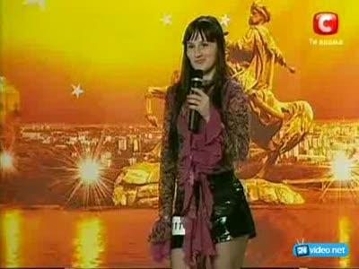 Певица начинающая петь