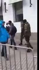 Правый сектор избивает прохожих в Днепропетровске 17.03.2014