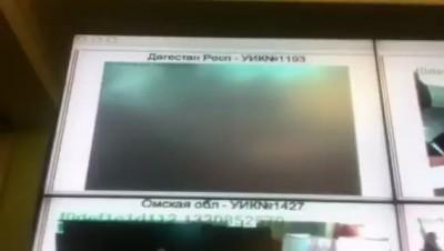 В Дагестане на избирательном участке заклеили камеру.
