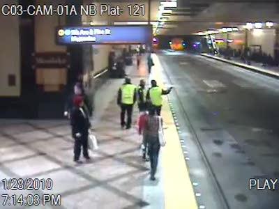 Равнодушие охранников в австралийском метро