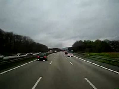 Так уступают дорогу скорой помощи в Германии