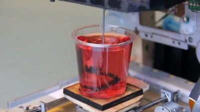 Оригинальный самодельный 3D-принтер, работающий в желе.