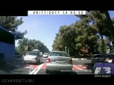 Пешеход побежал на красный