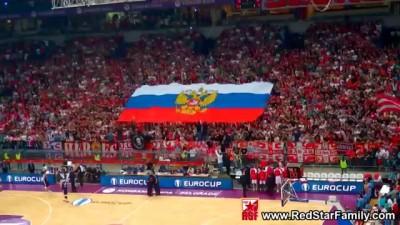 """Российский флаг на трибуне в Сербии.Болельщики напевают """"Катюшу"""""""